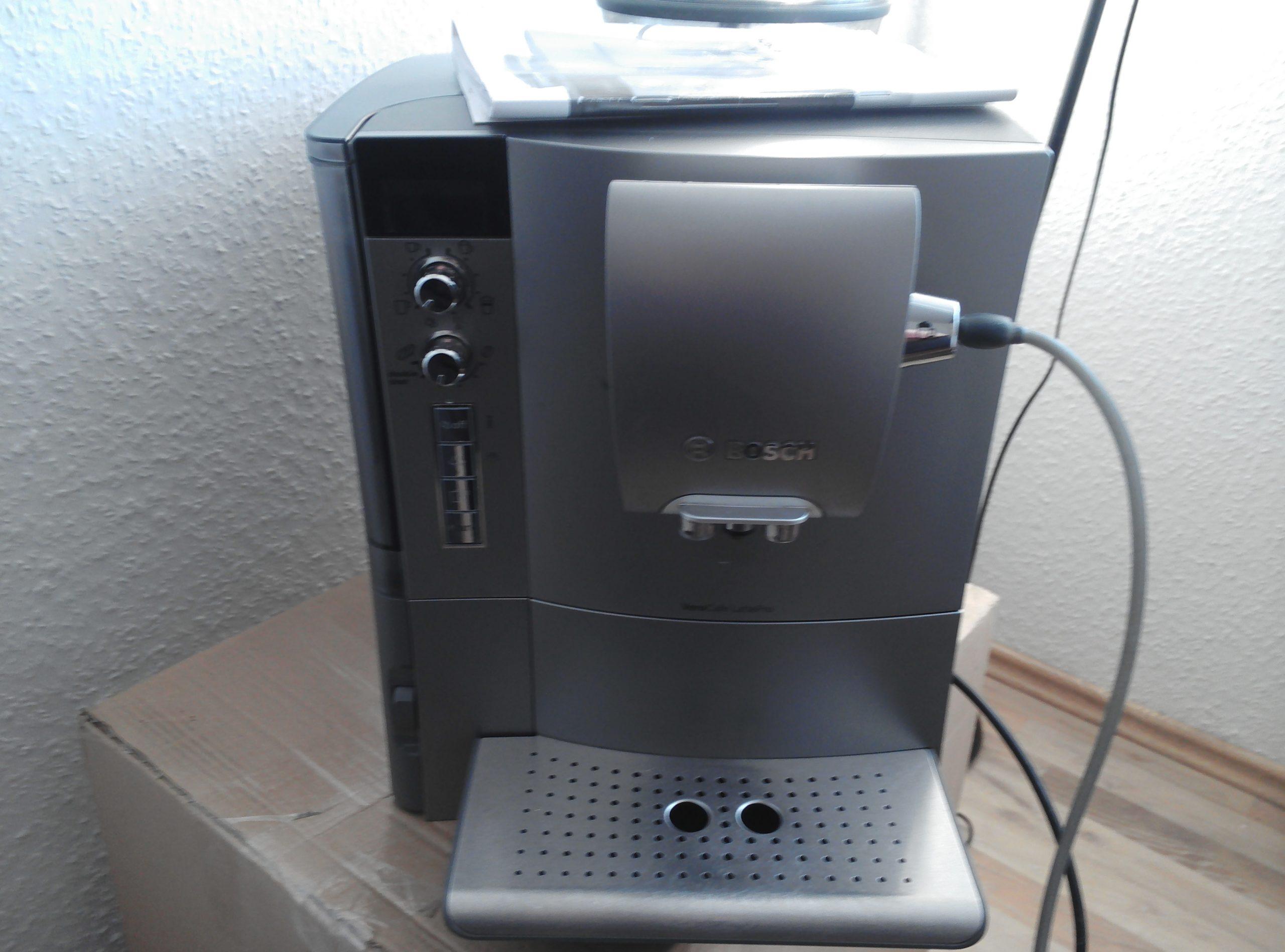 Bosch VeroCafe Lattepro, Wasser läuft  in die Auffangschale.